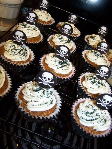 Skull & Crossbone Cupcakes